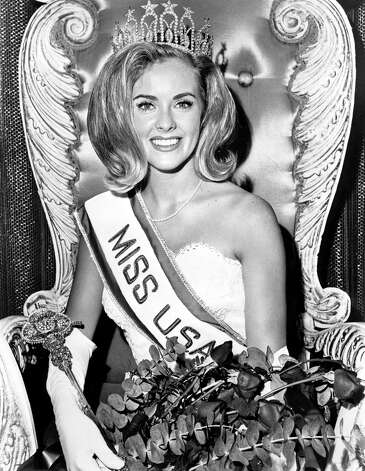 Sue Downey, Miss USA 1965, of Columbus, Ohio, poses immediately after winning her title. Downey was the first of two delegates from Ohio who became Miss USA. Photo: Miss Universe L.P., LLLP
