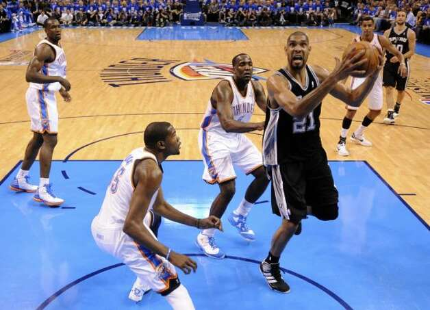 San Antonio Spurs' Tim Duncan (21) drives to the basket against Oklahoma City Thunder's Kevin Durant (35) during the first half of game three of the NBA Western Conference Finals in Oklahoma City, Okla. on Thursday, May 31, 2012. (Edward A. Ornelas / Edward A. Ornelas / San Antonio Express-News)