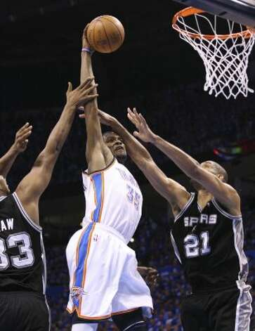 Oklahoma City Thunder's Kevin Durant (35) dunks against San Antonio Spurs' Boris Diaw (33) and San Antonio Spurs' Tim Duncan (21) during the first half of game three of the NBA Western Conference Finals in Oklahoma City, Okla. on Thursday, May 31, 2012. (Edward A. Ornelas / Edward A. Ornelas / San Antonio Express-News)