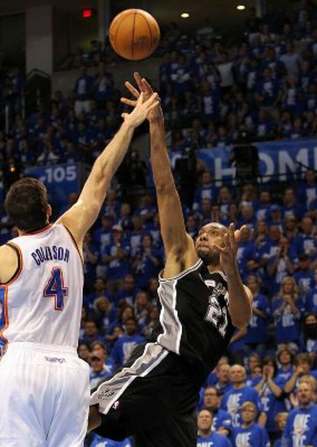 San Antonio Spurs' Tim Duncan (21) shoots over Oklahoma City Thunder's Nick Collison (4) during the first half of game three of the NBA Western Conference Finals in Oklahoma City, Okla. on Thursday, May 31, 2012. (Kin Man Hui / Kin Man Hui / San Antonio Express-News)