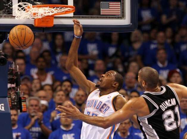 Oklahoma City Thunder's Kevin Durant (35) dunks near San Antonio Spurs' Tim Duncan (21) during the first half of game three of the NBA Western Conference Finals in Oklahoma City, Okla. on Thursday, May 31, 2012. (Kin Man Hui / Kin Man Hui / San Antonio Express-News)