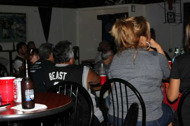 Fans gathered at the Home Plate Sports Bar and Grill Thursday night to watch the Spurs battle the Thunder during game three of the playoffs. (Yvonne Zamora)
