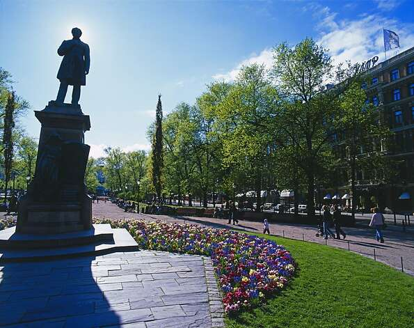 Esplanade Park is a landscaped boulevard that runs inland from Market Square. Photo: VisitFinland.com