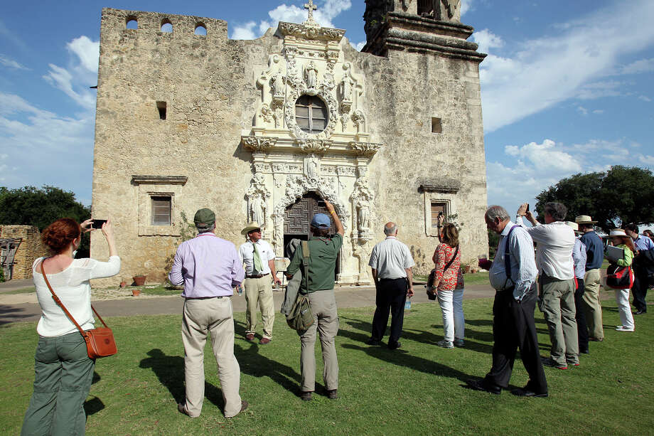 Ivan Myjer, stone conservator who worked on the restoration of the San Jose Mission chapel, addresses a large group of symposium attendees on the grounds of the San Antonio landmark to consider World Heritage Site nomination on May 31, 2012. Photo: Tom Reel, San Antonio Express-News / ©2012 San Antono Express-News