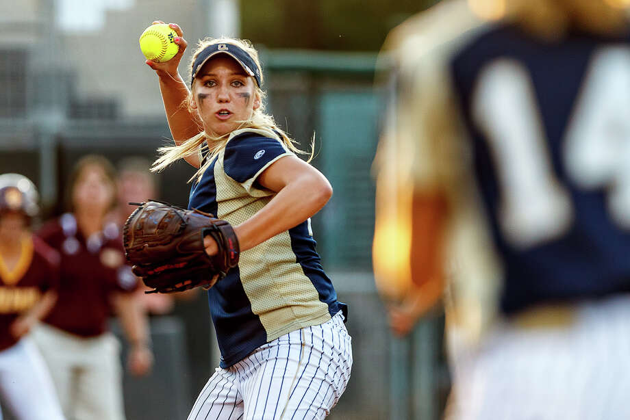 O'Connor's Kenedy Urbany looks to throw to first base during the fifth inning of their 5A state semifinal game with Deer Park at McCombs Field in Austin on June 1, 2012.  Deer Park scored 10 runs in the inning to come away with a 13-2 victory in five innings.  tMARVIN PFEIFFER/ mpfeiffer@express-news.net Photo: MARVIN PFEIFFER, Express-News / Express-News 2012