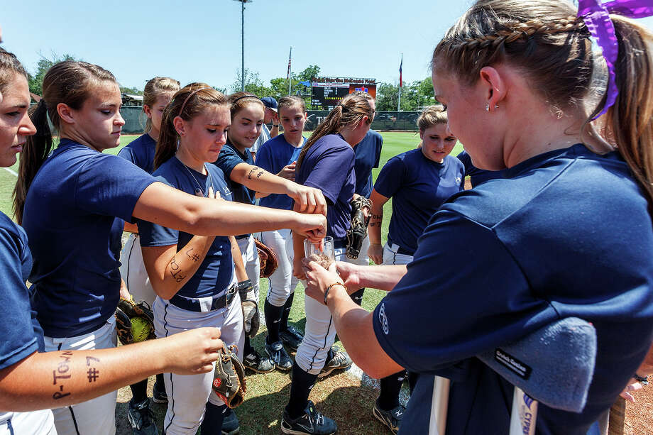 "Smithson Valley's Whitney ""Rip"" Repole, out for the finals with a broken ankle, gives teammates dirt from the 2009 state championship game that she collected and saved prior to their 4A state semifinal game with Waco Midway at McCombs Field in Austin on June 1, 2012.  Smithson Valley advance to the finals with a 11-9 victory over the Panthers.  MARVIN PFEIFFER/ mpfeiffer@express-news.net Photo: MARVIN PFEIFFER, Express-News / Express-News 2012"