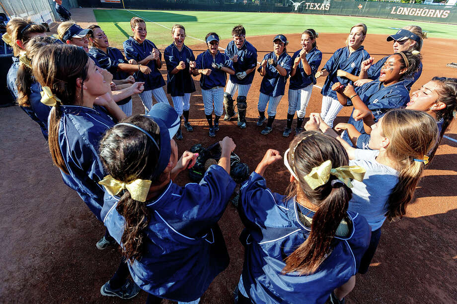 The O'Connor Lady Panthers really together prior to their 5A state semifinal game with Deer Park at McCombs Field in Austin on June 1, 2012.  MARVIN PFEIFFER/ mpfeiffer@express-news.net Photo: MARVIN PFEIFFER, Express-News / Express-News 2012