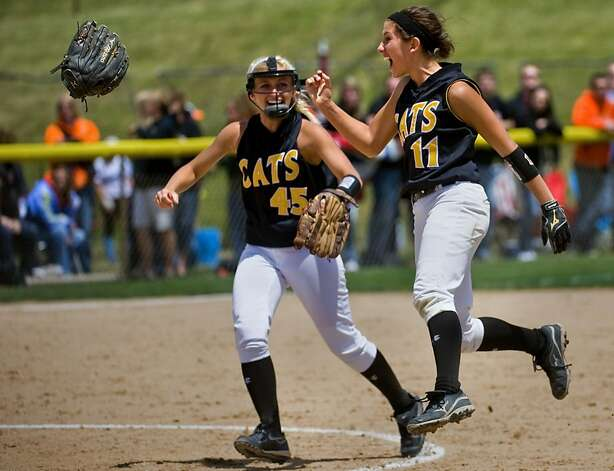 Goreville's Tiffani Shadowens, left, and Shelbey Miller celebrate as Goreville defeats Milledgeville 1-0 during an IHSA Class 1A softball semifinal in East Peoria, Ill., Friday, June 1, 2012. (AP Photo/Peoria Journal Star/Fred Zwicky) Photo: Fred Zwicky, Associated Press