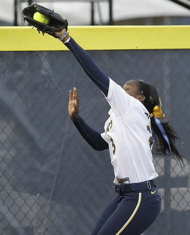 California left fielder Jamia Reid catches a long fly ball hit by Oklahoma's Keilani Ricketts for an out in the sixth inning of an NCAA Women's College World Series softball game in Oklahoma City, Friday, June 1, 2012. Oklahoma won 3-0. (AP Photo/Sue Ogrocki) Photo: Sue Ogrocki, Associated Press