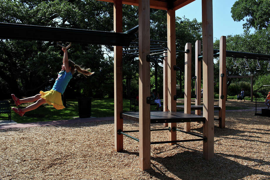 Access to playgrounds is an issue that city leaders should address for the health of San Antonians. Photo: File Photo, San Antonio Express-News / San Antonio Express-News