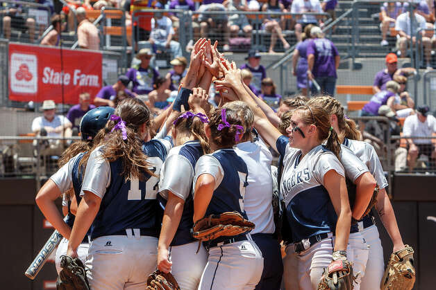 The Smithson Vallley softball team joins hands prior to taking the field during the first inning of their 4A state final game with Montgomery at McCombs Field in Austin on June 2, 2012.  Smithson Valley won the game 9-8.  MARVIN PFEIFFER/ mpfeiffer@express-news.net Photo: MARVIN PFEIFFER, Express-News / Express-News 2012