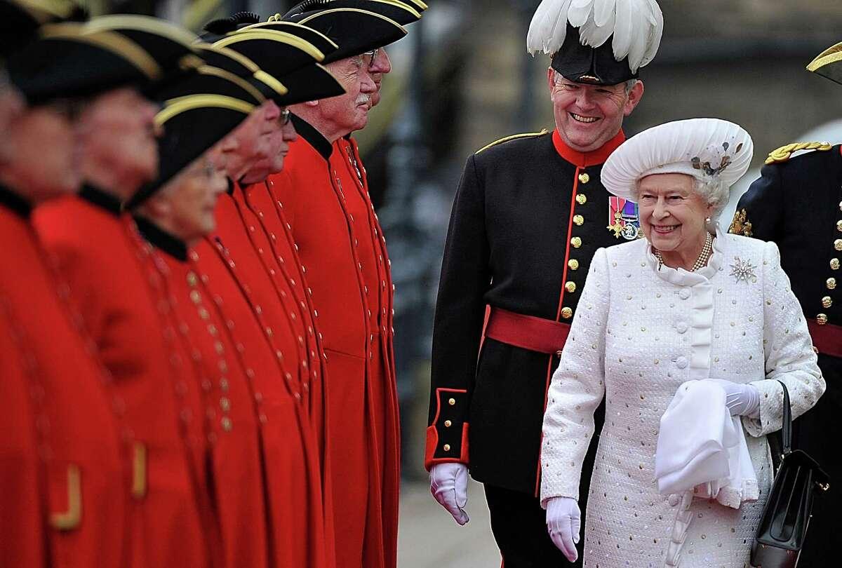 Queen Elizabeths 90th birthday: Diamond Jubilee flotilla