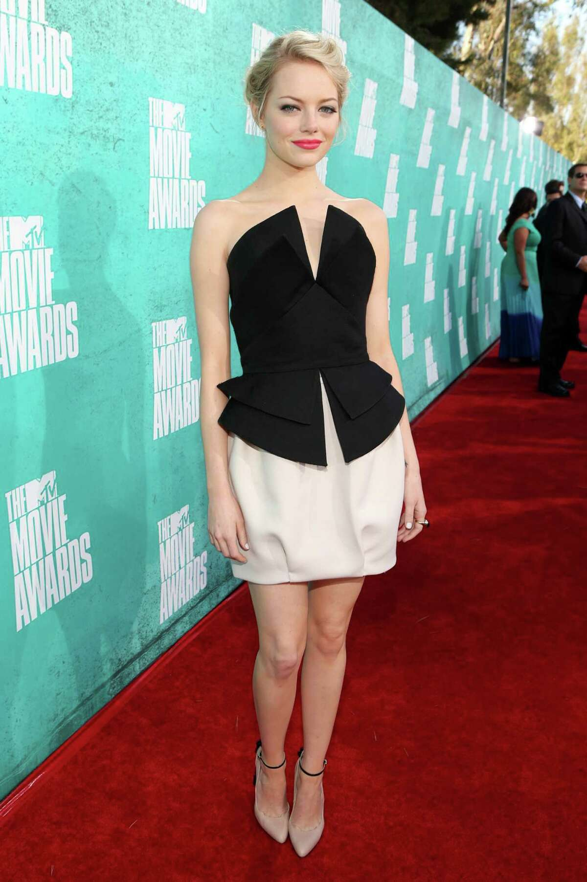 UNIVERSAL CITY, CA - JUNE 03: Actress Emma Stone arrives at the 2012 MTV Movie Awards held at Gibson Amphitheatre on June 3, 2012 in Universal City, California.