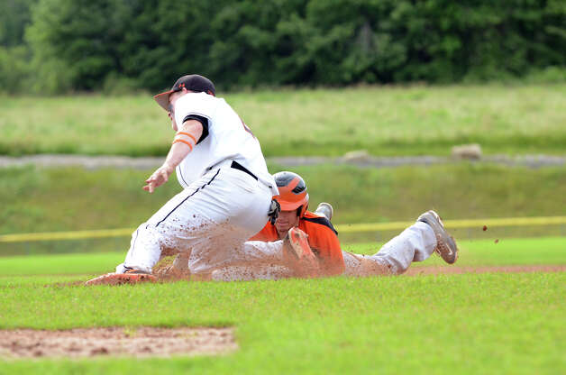 Shelton's Brian Kondor (20) hits the bag as Ridgefield's Patrick Molyneaux (21) goes for the tag during the Class LL baseball quarterfinals at Shelton High School on Sunday, June 3, 2012. Photo: Amy Mortensen / Connecticut Post Freelance