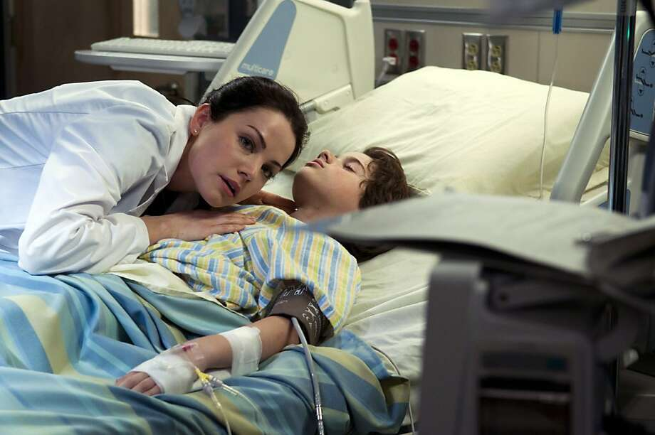 "SAVING HOPE -- ""Contact"" Episode 102 -- Pictured:  Erica Durance as Alex Reid Photo: Caitlin Cronenberg, NBC"