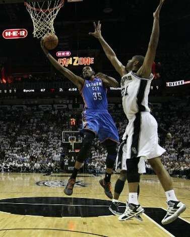 Oklahoma City Thunder's Kevin Durant (35) shoots against San Antonio Spurs' Tim Duncan (21) during the second half of game five of the NBA Western Conference Finals in San Antonio, Texas on Monday, June 4, 2012.  The Thunder won 108-103. (San Antonio Express-News)