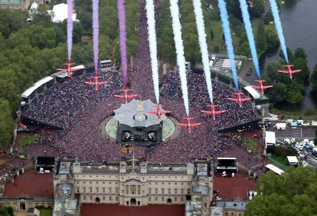 The Red Arrows fly over fly in formation over Buckingham Palace and huge crowds on the Mall to celebrate the Queen's Diamond Jubilee in London on June 5, 2012. Britain's Queen Elizabeth II wraps up four days of diamond jubilee celebrations with a thanksgiving service and ceremonial carriage procession in London, a formal contrast to the spectacular pop tribute staged outside Buckingham Palace the day before. AFP PHOTO / POOL / PETER MACDIARMID        (Photo credit should read PETER MACDIARMID/AFP/GettyImages) Photo: PETER MACDIARMID, AFP/Getty Images / 2012 AFP