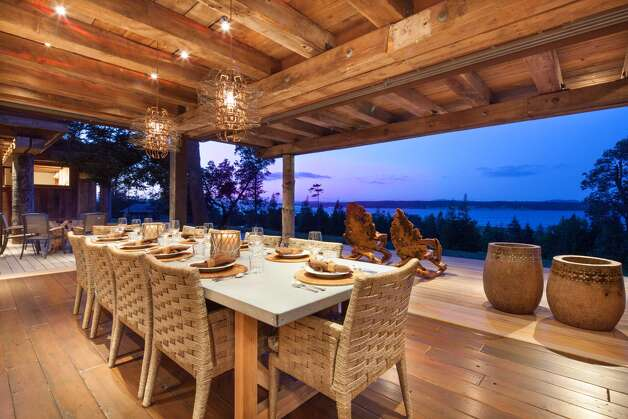 The main house dining room on James Island. Photo: Courtesy Mark Lester And Alan Johson/Sotheby's International Realty