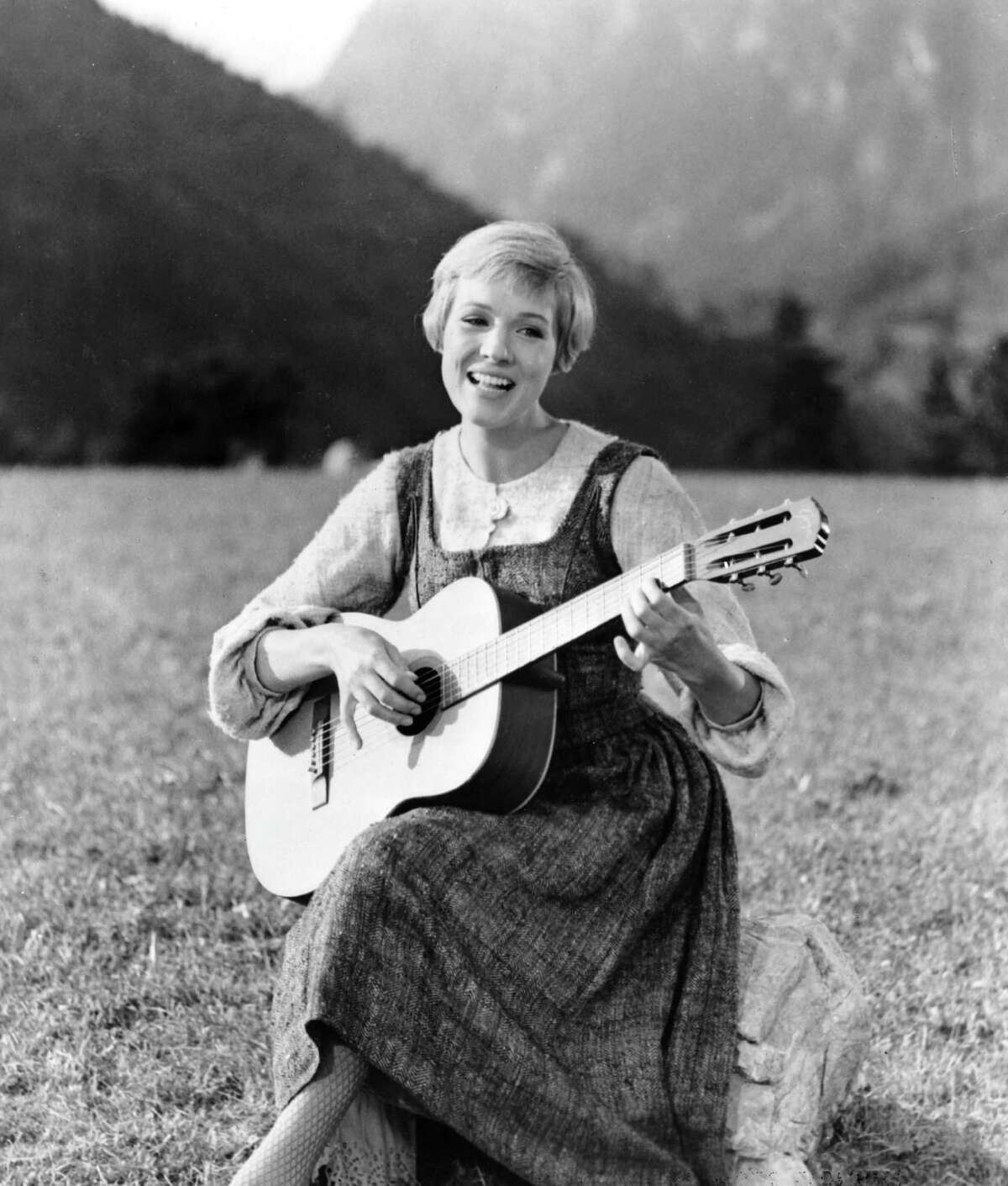 Julie Andrews in the 1965 movie musical THE SOUND OF MUSIC. HOUCHRON CAPTION (12/26/2002): PUT YOUR PIPES UP AGAINST JULIE ANDREWS' IN THE SING-A-LONG SOUND OF MUSIC IN GALVESTON.