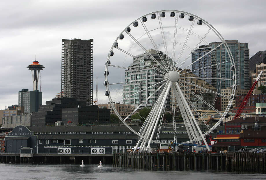 The Seattle 'Great Wheel' is shown from Elliott Bay as workers attach the gondolas. Photo: JOSHUA TRUJILLO / SEATTLEPI.COM