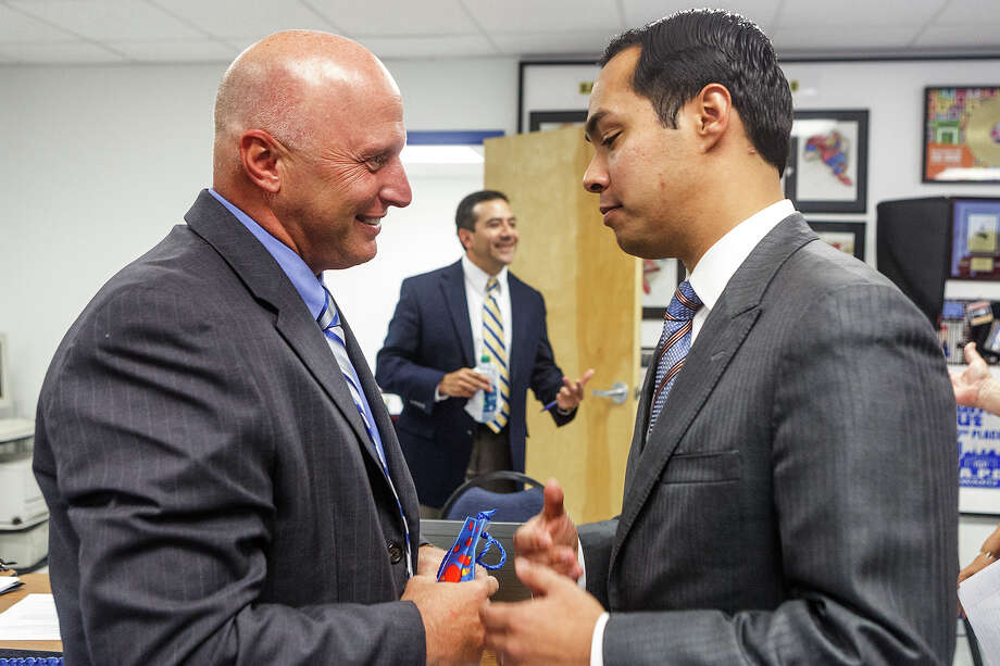 Departing Harlandale ISD Superintendent Robert Jaklich visits with Mayor Julián Castro, who praised Jaklich during a Harlandale board meeting on Tuesday, June 5, 2012. The mayor asked Jaklich to reconsider accepting a new job in Victoria. Photo: Marvin Pfeiffer, San Antonio Express-News