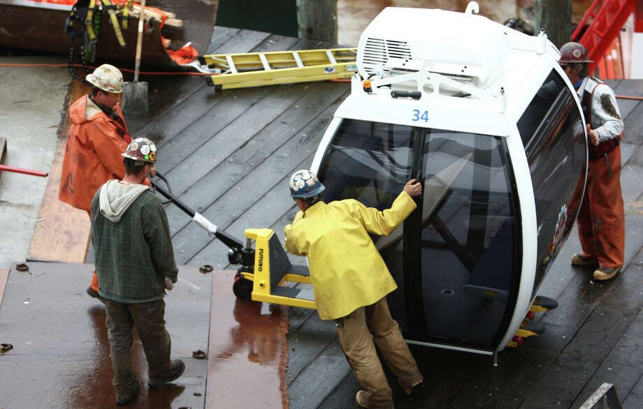 Workers attach gondolas to the Seattle 'Great Wheel.' Photo: JOSHUA TRUJILLO / SEATTLEPI.COM