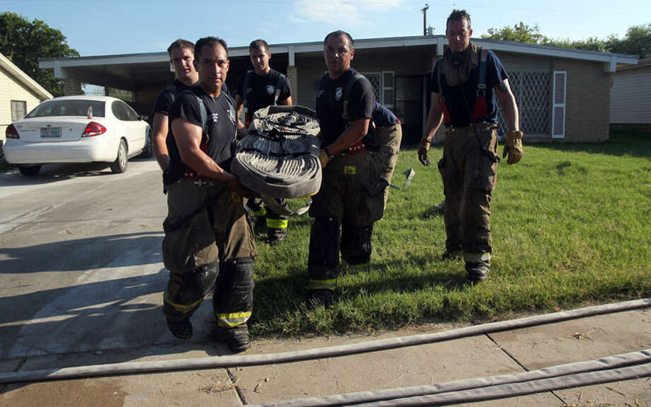 House fire in the 300 block of Scotty Drive. John Davenport/ San Antonio Express-News