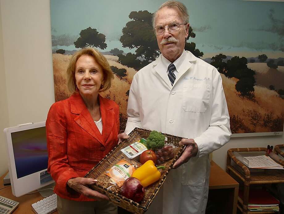 Joyce Hanna and Dr. John Farquhar, who both work for the Stanford Prevention Research Center, teach a class called the Best Diet Ever, and show some of the foods and supplements for cancer prevention in Palo Alto, Calif., on Tuesday, July 27, 2010. Photo: Liz Hafalia, The Chronicle