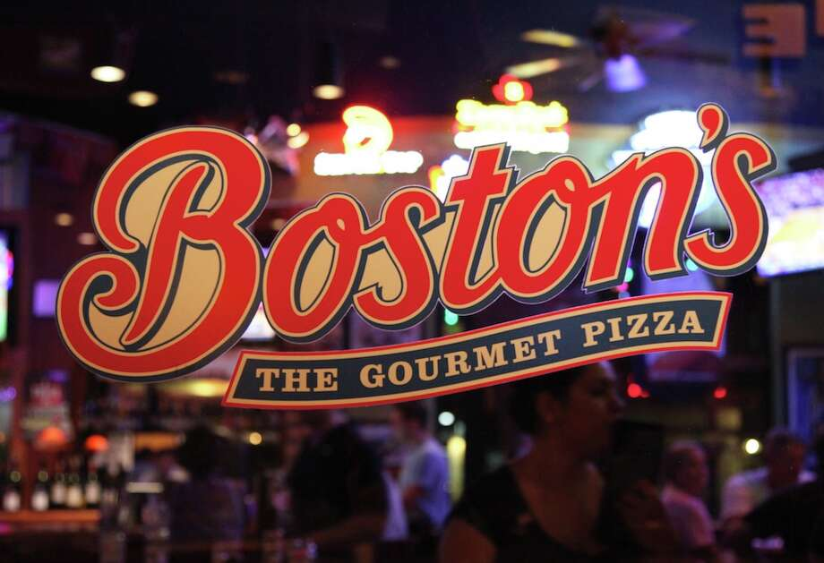 Boston's The Gourmet Pizza Photo: For San Antonio Express-News