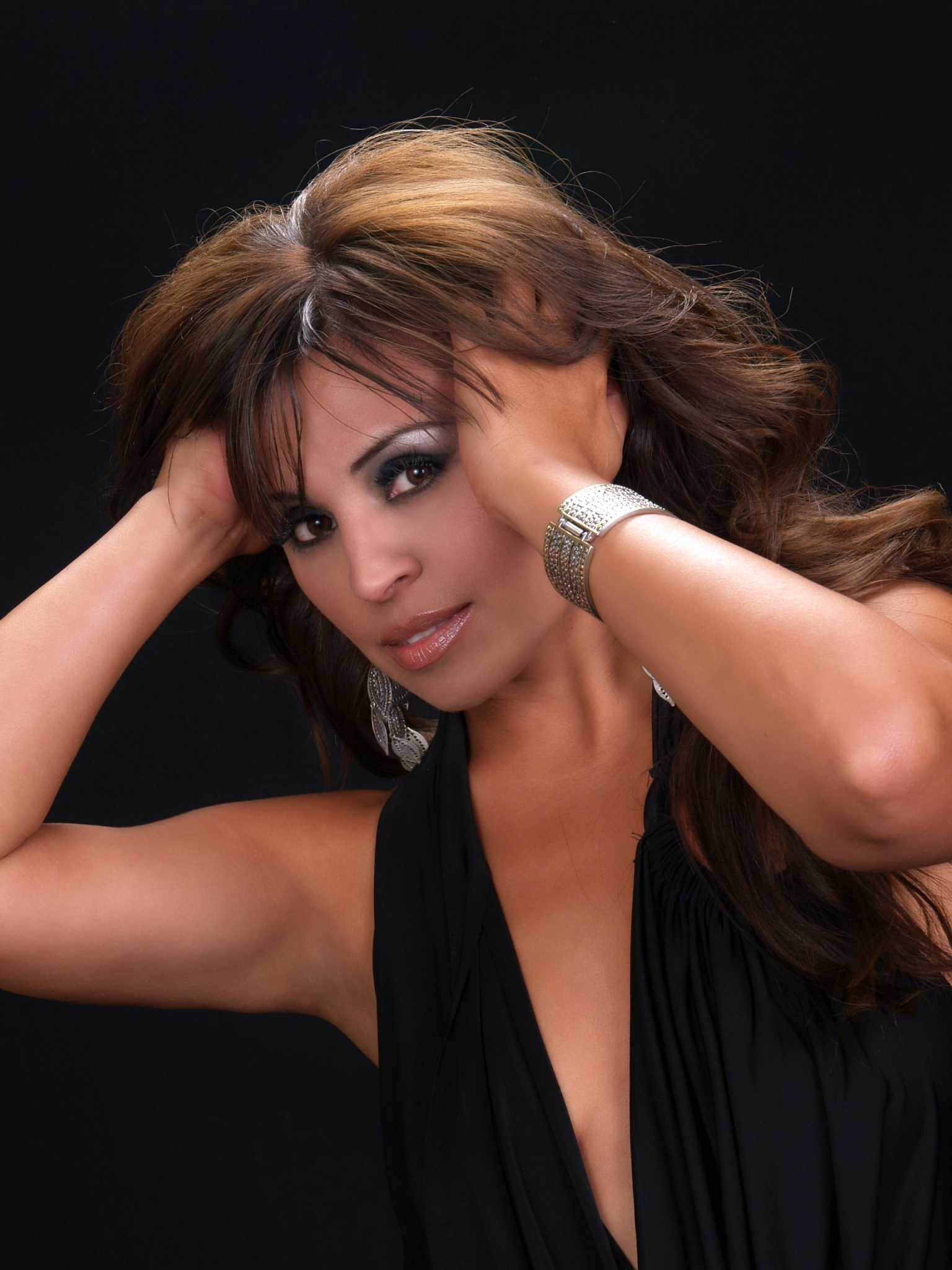 Latin Notes Supermom Reyna Finds Time To Promote Album
