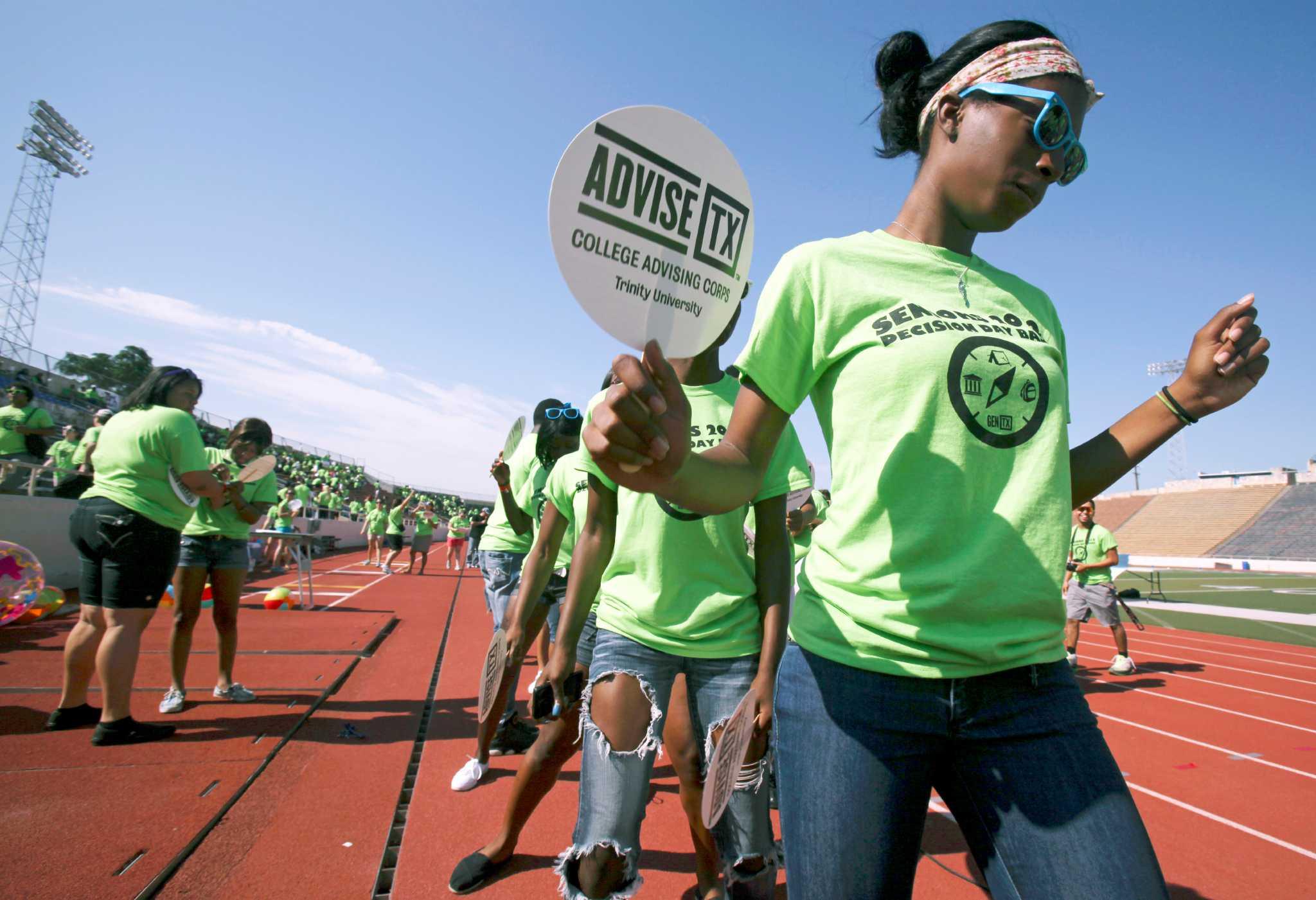 Saisd Seniors Celebrate At Alamo Stadium San Antonio