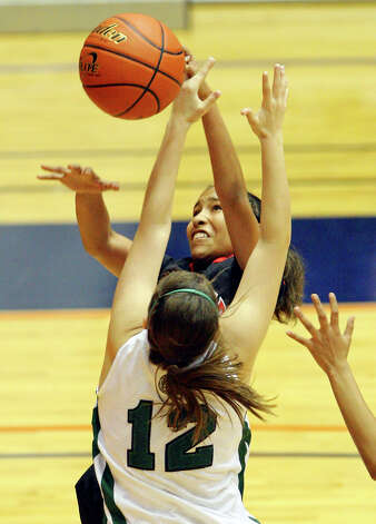 Wagner's Adriane Davis and Corpus Christi King's Kelsie Jackson grab for a rebound during first half action of the Region IV-5A final Saturday, Feb. 26, 2011 at the UTSA Convocation Center. Photo: EDWARD A. ORNELAS, San Antonio Express-News / eaornelas@express-news.net