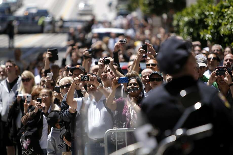 A crowd gathers on the corner of Montgomery and California Streets hoping to get a photograph as President Barack Obama leaves the Merchants Exchange Building, the second of two fundraising events in San Francisco, Calif., on Wednesday, June 6, 2012. Photo: Megan Farmer, The Chronicle