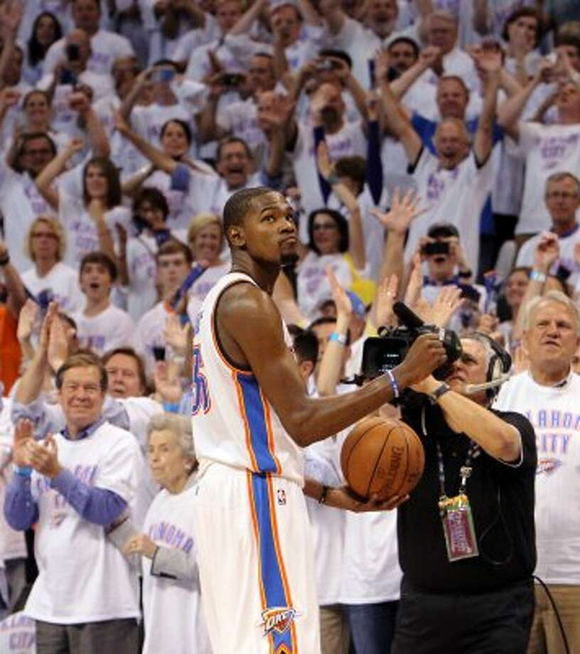 Thunder's Kevin Durant gestures in the closing moments of the second half against the Spurs during game six of the NBA Western Conference Finals in Oklahoma City, Okla. on Wednesday, June 6, 2012.  The Thunder won 107-99. (Kin Man Hui / San Antonio Express-News)