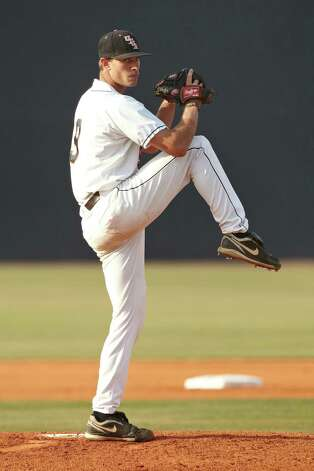 UTSA's Casey Selsor throws against Northwestern State at Roadrunner Field on April 15, 2011. Selsor, a Reagan High School graduate, was taken in the 23th round of the MLB first-year player draft by the Washington Nationals. Photo: Jeff Huehn, Courtesy UTSA / ©2011 Jeff Huehn