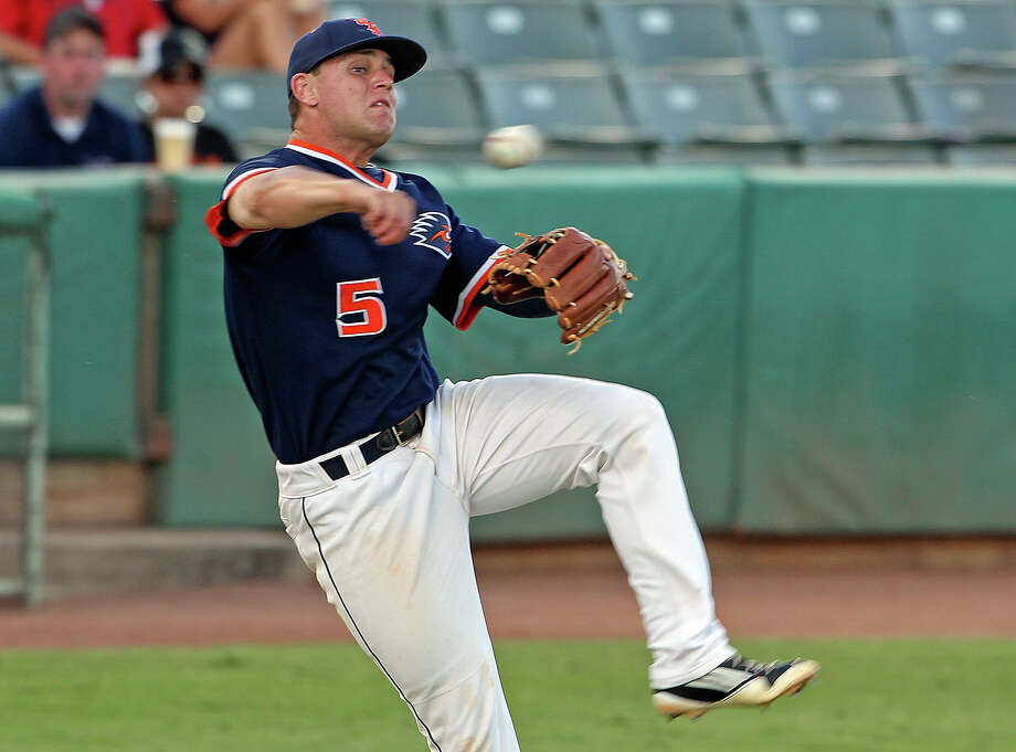 UTSA third baseman Ryan Dalton gets off a falling away throw to first as  UTSA hosts Baylor at Wolff Stadium on  April 24, 2012. Dalton was picked in the 18th round of the MLB first-year player draft by the Los Angeles Angels. Photo: TOM REEL, San Antonio Express-News / San Antonio Express-News