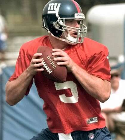 New York Giants quarterback Kerry Collins looks for a receiver during training camp drills July 24, 2000, in Albany, N.Y. (AP Photo/Dave Oxford) (AP)