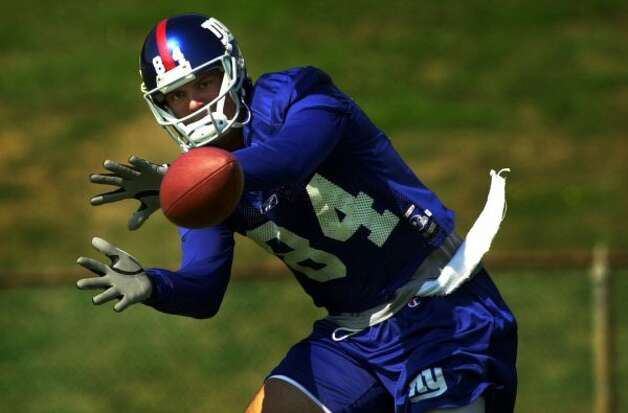 Times Union Staff Photo By Paul Buckowski --  New York Giants wide receiver Joe Jurevicius keeps his eye on the ball durng drills at training camp at the University at Albany in Albany, NY on Sunday August 19, 2001. (DG)