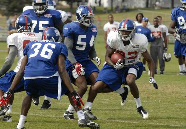 The New York Giants Mario Manningham carries the ball during training camp at the University of Albany in Albany, New York 8/13/2009. (Michael P. Farrell / Times Union ) GIANTS CAMP (ALBANY TIMES UNION)