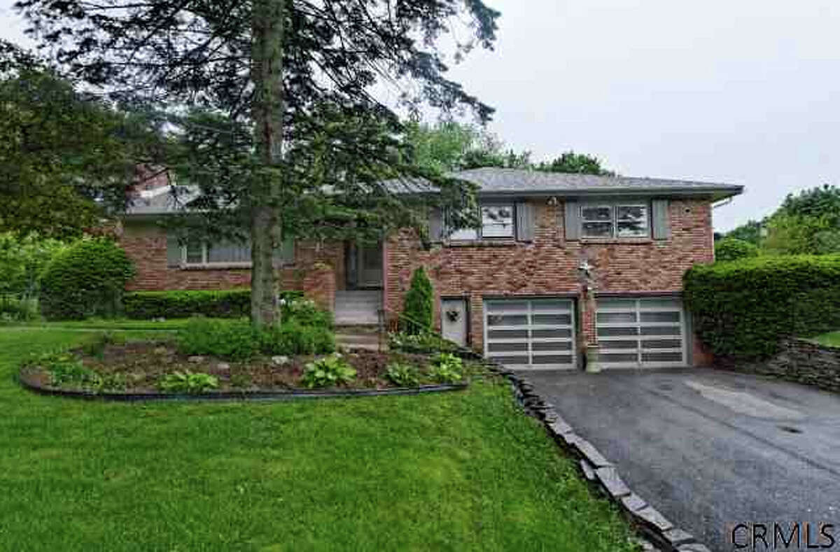 House of the Week: 1141 Godfrey Lane, Niskayuna | Realtor: Gucciardo Real Estate Group | Discuss: Talk about this house