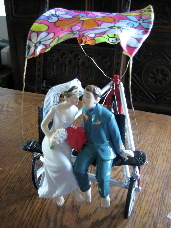 Wedding cake topper at home from affinity1 Photo: Flickr Creative Commons License