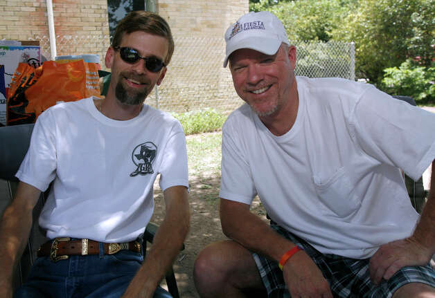 FEATURES / 21SA; ALAMO SCENE PRIDEFEST JMS; 06/13/09; Michael Lackey, left, and Jay Rushing take in PrideFest 2009 at HemisFair Park in San Antonio Saturday afternoon, June 13, 2009. ( Photo by J. Michael Short / SPECIAL ) Photo: J. MICHAEL SHORT, SPECIAL TO THE EXPRESS-NEWS/210S / THE SAN ANTONIO EXPRESS-NEWS/210