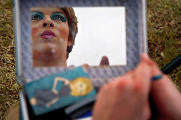 Trey Maxwell transforms into Felicity before performing at PrideFest San Antonio in Hemisfair Park, Saturday, June 14, 2008. NICOLE FRUGE/nfruge@express-news.net Photo: NICOLE FRUGE, SAN ANTONIO EXPRESS-NEWS / nfruge@express-news.net