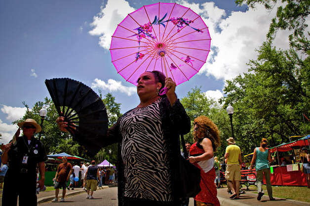 Alfonso Garcia, dressed in drag as Autumn Summers, tries to stay cool before performing at  PrideFest San Antonio in Hemisfair Park, Saturday, June 14, 2008. NICOLE FRUGE/nfruge@express-news.net Photo: NICOLE FRUGE, SAN ANTONIO EXPRESS-NEWS / nfruge@express-news.net