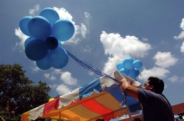METRO GAY PRIDE FESTIVAL 6/20/04  Sal Tovar, 30, puts up balloons at the Human Rights Campaign booth during PrideFest, San Antonio's annual gay pride festival at Sunset Station on Sunday, June 20, 2004. The organization pushes for pro-gay legislature. ( JERRY LARA STAFF ) Photo: JERRY LARA, SAN ANTONIO EXPRESS-NEWS / SAN ANTONIO EXPRESS-NEWS