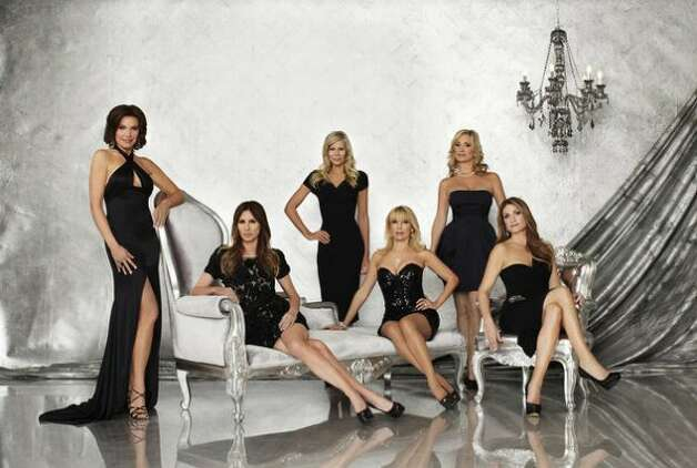 THE REAL HOUSEWIVES OF NEW YORK CITY -- Season:5 -- Pictured: (l-r) LuAnn de Lesseps, Carole Radziwill, Aviva Drescher, Ramona Singer, Sonja Morgan, Heather Thomson -- Photo by: Michael Rosenthal/Bravo (Michael Rosenthal / Michael Rosenthal/Bravo)