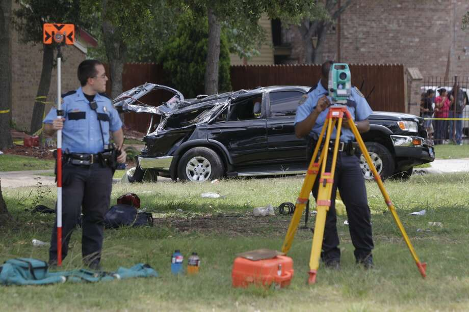 One person died in two-vehiclewreck that occurred about 11:50 a.m. Friday at 154 E. Edgebrooknear  Balcones on the city's southeast side. One car flipped over, while the second one fled the scene. Photo: Melissa Phillip, Houston Chronicle