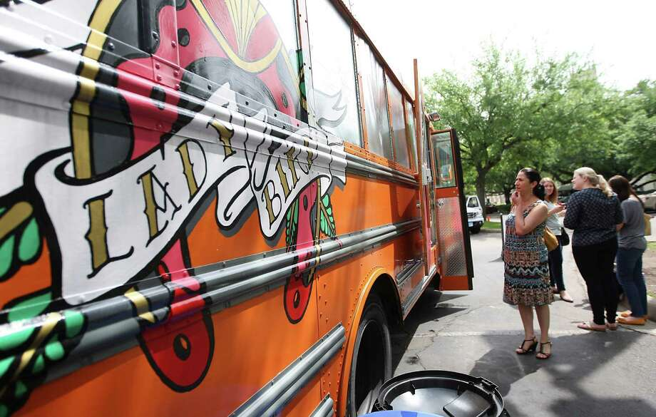 People line up for lunch at the Lady Bird food truck in Houston. Photo: Karen Warren / © 2012  Houston Chronicle