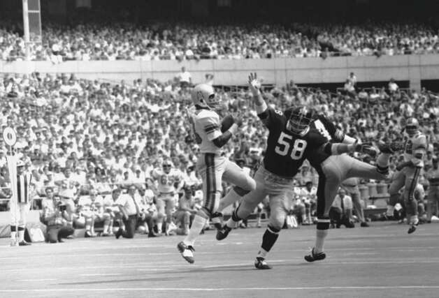 Houston Oilers wide receiver Jerry LeVias catches a pass for a touchdown against the Pittsburgh Steelers on Sept. 21, 1970.