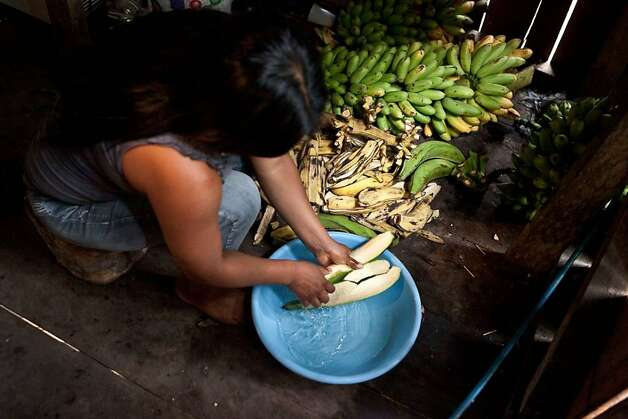 Rural Ecuadorians use captured rainwater to clean their food. Photo: Kayana Szymczak